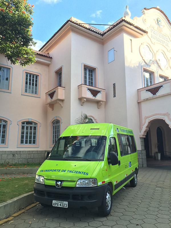 Van usada no transporte de pacientes é entregue à Prefeitura após recuperação mecânica