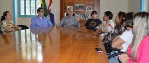 Prefeito Mario Tricano conversa com representantes da Avit sobre as questões relacionadas à entrega dos apartamentos construídos pelo governo do estado na Fazenda Ermitage.