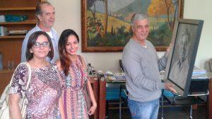 Prefeito Mario Tricano é presenteado com quadro pela pres. da Avamt, Tania Cristina, acompanhada de sua filha e do secretário geral Laércio Gonçalves.