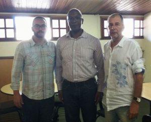 Paulo Reis, da ABIH-RJ, entre o subsecretário Rafael Canto e o secretário de Turismo de Teresópolis, Elias Martins.